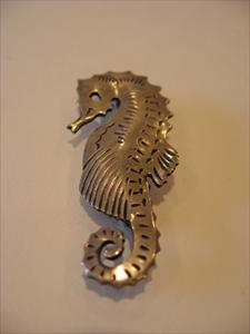seahorse-pin